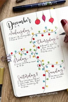 Check out the best DECEMBER weekly spread ideas to try in your bullet journal! #bujo #bulletjournal #weeklyspread #weeklylayout