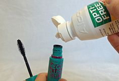 Contact solution in mascara is a great way to prolong the tube! Contact solution in mascara is a great way to extend the tube! Best Mascara, How To Apply Mascara, Applying Mascara, Tips And Tricks, Makeup Tricks, Rimmel, Beauty Secrets, Eye Liner, Beauty Hacks