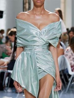 Alexandre Vauthier fashion show Mode Outfits, Fashion Outfits, Fashion Weeks, Fashion Show Dresses, Dress Fashion, Runway Fashion, Fashion Models, Fashion Fashion, Chanel Fashion