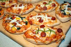 Mini football pizzas for Super Bowl. http://www.gettystewart.com/football-pizzas-for-game-day/