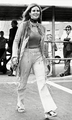 Travel Images That Will Inspire Some Major Wanderlust Rita Hayworth, Audrey Hepburn, Birgitte Bardot, Rachel Welch, Airplane Outfits, Girls Slip, 70s Fashion, Edwardian Fashion, Fashion Vintage