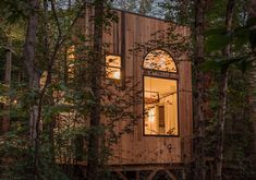 This Small House In The Forest Has High Ceilings To Allow For Two Loft Spaces Cabins In The Woods, House In The Woods, North Carolina Cabins, Scandinavian Loft, Building A Small House, Sleeping Nook, Tiny Houses For Rent, Shelter Design, Window Types