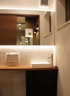 店舗内装|和食店|獣肉と酒ぼんくら|アンプインテリアデザイン Bathroom Lighting, Toilet, Mirror, Interior, Sushi, Furniture, Home Decor, Barbell, Bathroom Light Fittings