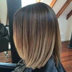 Hair Color Trends 2018 Highlights : Blunt Lob Haircut Blended Balayage with Subtle Highlights Balyage Short Hair, Short Brown Hair, Summer Brown Hair, Medium Hair Styles, Short Hair Styles, Hair Medium, Lob Haircut, Brunette Hair, Brunette Balayage Hair Short