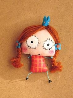 Pregadeira....(omGEE....this doll is so UGLEE!! in a CUTE sort of way! i want one! tee.hee.).....