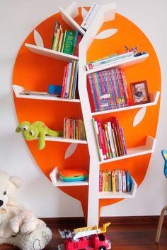"""Für kleine und große Leseratten! Bücherregal Baum """"Plus"""" Light Line (B118 x H175 x T24 cm) in bunten Farben fürs Kinderzimmer. Jetzt online bestellen!"""