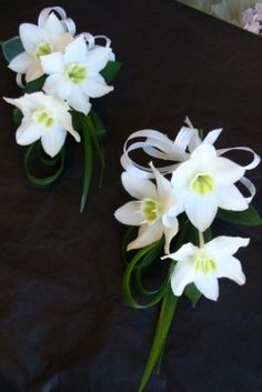 CORSAGE  WITH EUCHARIS FOR BABY DEDICATION PARENTS,GRANDPARENTS, AND GOD PARENTS.