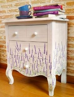 L´atelier du papillon surrounds us with Beautiful Things 01 Decoupage Furniture, Hand Painted Furniture, Paint Furniture, Handmade Furniture, Repurposed Furniture, Furniture Projects, Furniture Making, Furniture Makeover, Cool Furniture