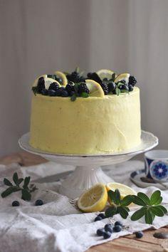 KakkuKatri: Mustikka-sitruunakakku Party Cakes, Food And Drink, Cupcakes, Desserts, Instagram, Shower Cakes, Tailgate Desserts, Cupcake Cakes, Deserts