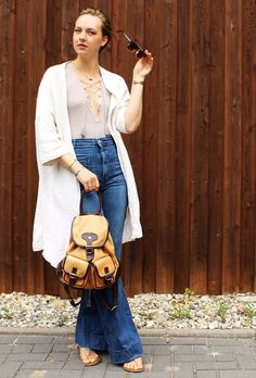 Wanderlust: OOTD Lace-Up Top und Flares