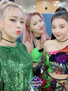 Sorry for not posting that long.i'm kinda busy with school😕 - - - - - - - idolradio itzylia itzy midzy itzyyuna itzyryujin itzyyeji itzychaeryeong kpop icy exo bts blackpink kard nct nctdream twice gfriend Kpop Girl Groups, Korean Girl Groups, Kpop Girls, Programa Musical, G Friend, Sexy Teens, New Girl, South Korean Girls, Ariana Grande