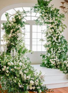 🙌🏻 The bride wanted a bright and airy fairytale garden wedding and delivered. Mod Wedding, Floral Wedding, Wedding Flowers, Garden Wedding, Nova Orleans, Wedding Ceremony Decorations, Wedding Arches, Wedding Backdrops, Wedding Ceremonies