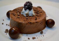 Spumă de ciocolată My Recipes, Dessert Recipes, Desserts, Romanian Food, Mousse, Pudding, Mai, Sweets, Chocolate Pictures