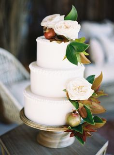Cake with Fall Leaves | photography by http://www.carriekingphoto.com/