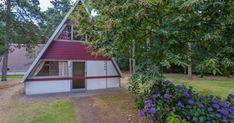 W4A  Oppervlakte ca. 55 m. Vrijstaand. Woonkamer met een half open keuken. Op de bovenverdieping zijn er twee slaapkamers waarvan 1 met lits-jumeaux opstelling en 1 met twee éénpersoonsbedden. Beneden is er een douche met wastafel en een apart toilet. Terras met tuinmeubilair.  EUR 116.00  Meer informatie  #vakantie http://vakantienaar.eu - http://facebook.com/vakantienaar.eu - https://start.me/p/VRobeo/vakantie-pagina