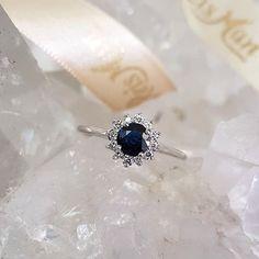 """90ccbefe43df5 Reisman Alianças - Desde 1967 on Instagram  """"Anel Lady com safira de  aproximadamente 5mm para um pedido de casamento inesquecível 💍💙 Nós  publicamos ..."""