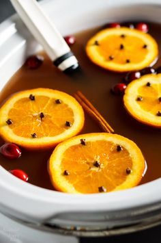 Old Fashioned Wassail takes apple juice, cranberry juice, pineapple juice, and spices and transforms them into the ultimate winter warm-you-up drink. Crock Pot Desserts, Slow Cooker Desserts, Crock Pots, Omelette, Apple Cider Drink, Wassail Recipe, Holiday Dinner, Healthy Appetizers, Calories
