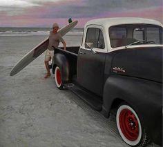 :: Surf Classic :: #surfing #van #furgoneta