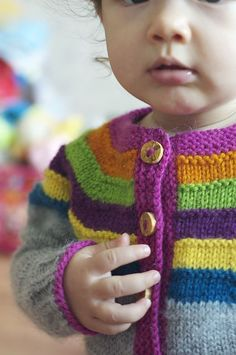 Little Right as Rainbow pattern by Stephanie Lotven, Ravelry: Right as Rainbow Baby Cardigan pattern by Stephanie Lotven. Baby Cardigan Knitting Pattern Free, Kids Knitting Patterns, Crochet Baby Jacket, Baby Sweater Patterns, Knitting Blogs, Cardigan Pattern, Knitting For Kids, Baby Patterns, Hand Knitting
