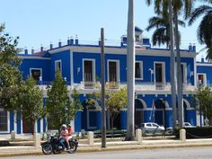 post on Rompiballe On The Road: Cienfuegos e Trinidad #Cuba #travel #travelphotography #holiday #vacation #america #viaggi #ontheroad #Cienfuegos #house #architecture