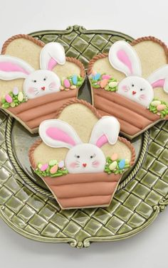 I adore these Easter Bunny Basket Cookies. I used pretty Spring sprinkles from to decorate the basket and a large ice cream cookie cutter by to make the cookies. Get a full tutorial on my you tube channel Haniela's. Vegan Sugar Cookies, Honey Cookies, Ice Cream Cookies, Iced Cookies, Easter Cookies, Easter Treats, Cupcake Cookies, Summer Cookies, Cookie Favors