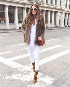 NEW STUNNING INSPIRATION - Chic post via @chiquehappens  Picture somethingnavy #howtochic #ootd #outfit