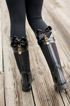Poppy Clips | Bows | Leopard Print | Rain Boots | Lace Leggings | Fabletics | www.stylemissmolly.com