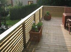 Landscape view for reclining balcony fence - Marian's World Diy Pergola, Gazebo, Wood Deck Railing, Balcony Railing Design, Railings, Railing Ideas, Fence Ideas, Back Gardens, Small Gardens