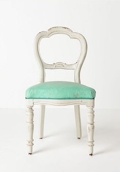 Vintage sitting chair..love!!  #countryliving #dreambedroom