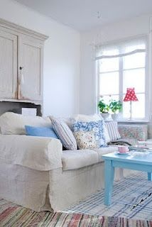 beautiful light blue table accents room perfectly!