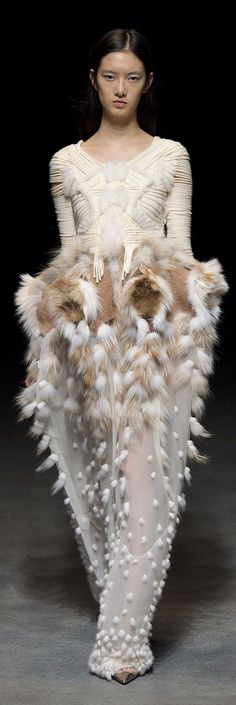moth inspired  fluffy textures;/ Yiqing Yin: