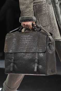 Giorgio Armani Men Bags And Shoes at Giorgio Armani Online Store. Shared by Where YoUth Rise. Denim Armband, Fashion Bags, Mens Fashion, Armani Women, Leather Laptop Bag, Leather Accessories, Luxury Bags, Giorgio Armani, Moda Masculina