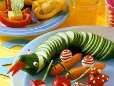 Gemüserohkost Schlange und Segelboote