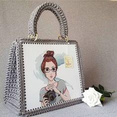 Diy Crochet Bag, Loom Crochet, Crochet Bag Tutorials, Crochet Baby Toys, Tapestry Crochet Patterns, Crochet Purse Patterns, Crochet Basket Pattern, Embroidery Bags, Hardanger Embroidery