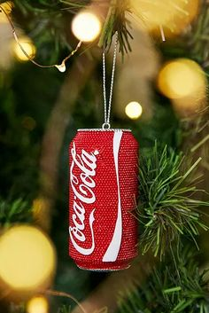 Für's Haus | Weihnachtsdeko | Urban Outfitters DE Christmas Tree Decorations, Christmas Crafts, Xmas, Christmas Ornaments, Holiday Decor, Christmas Gift Inspiration, Fries, Coca Cola Christmas, Coca Cola Can