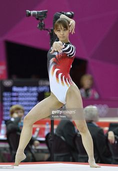 LONDON Britain Japan's Rie Tanaka performs in the floor exercise during the women's gymnastics allaround final at North Greenwich Arena at the Gymnastics Images, Gymnastics Posters, Artistic Gymnastics, Gymnastics Girls, Gymnastics Leotards, Poses Gimnásticas, Cheer Team Pictures, Acrobatic Gymnastics, Female Gymnast