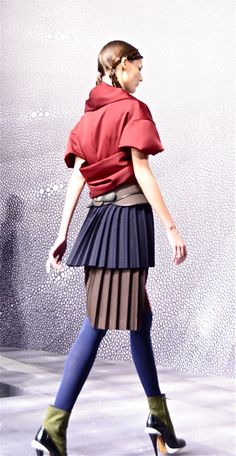 Almost Kimono like jacket, layered pleated skirt in different colors and a wide belt. Love the boots! Fendi AW 2012-13