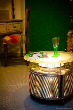 Don't know what to do with old washing machine drum? Here are some practical ideas to recycle washing machine drum into functional objects. Drum Coffee Table, Steel Coffee Table, Drum Table, Coffee Table Design, Washer Drum, Washing Machine Drum, Washing Machines, Cardboard Chair, Stainless Steel Drum