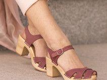 Różowe sandałki ze skóry naturalnej i drewna