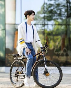 Dorama: A little thing called first love Chines Drama, Web Drama, Guan Lin, Lai Guanlin, My Prince Charming, Bright Stars, Chinese Style, Chinese Fashion, Drama Movies