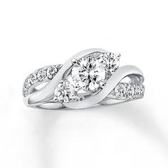 A beautiful round diamond steals the spotlight in this elegant engagement ring for her.
