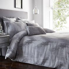 Willa Arlo Interiors Capturing the futuristic trend, this duvet cover set showcases high-frequency jacquard of shimmering threads and a zig-zag pattern, gently textured to provide a modern take on woven bedding. King Duvet Cover Sets, Single Duvet Cover, Bed Duvet Covers, Duvet Sets, Grey Bedroom Decor, Bedroom Ideas, Velvet Duvet, Pottery Barn Teen Bedding, Cotton Duvet