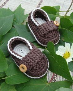 Crochet Baby boy booties little loafers shoes cream and chocolate size with gift box ready to ship Crochet Baby Beanie, Crochet Baby Shoes, Crochet Baby Booties, Crochet Slippers, Crochet Clothes, Baby Knitting, Baby Boy Booties, Baby Boots, Cream Shoes