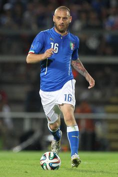 Daniele De Rossi Photos - Daniele De Rossi of Italy in action during the international friendly match between Italy and Luxembourg on June 4, 2014 in Perugia, Italy. - Italy v Luxembourg