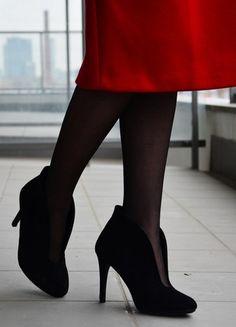 Kup mój przedmiot na #vintedpl http://www.vinted.pl/damskie-obuwie/botki/21344250-czarne-zamszowe-botki-na-obcasie