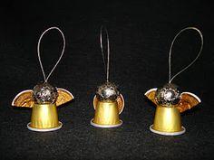 Angelitos con cápsulas de café Christmas Angel Crafts, Christmas Cup, Christmas Decorations, Christmas Ornaments, K Cup Crafts, Theme Noel, Coffee Pods, Angel Ornaments, Inspirer