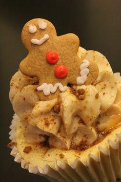 Gingerbread Cheesecake Cupcakes From Halihannigan Cupcakery