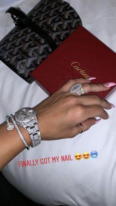 Cute Jewelry, Body Jewelry, Silver Jewelry, Jewelry Accessories, Bougie Black Girl, Luxury Girl, Accesorios Casual, Jewelry Organization, Luxury Jewelry