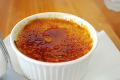 Rosemary adds a special herbal element to a classic creme brulee: Rosemary Vanilla Crème Brulee Recipe Chocolate Creme Brulee, White Chocolate, Melting Chocolate Chips, Dairy Free, Gluten Free, Sweet Tooth, Sweet Treats, Dessert Recipes, Health Desserts