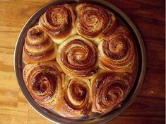 Un tradicional postre argentino fácil y rápido de hacer. La receta es sencilla y rica, ideal para compartir en reuniones familiares o con amigos. Un Un tradicional postre argentino fácil y rápido de hacer. La receta es sencilla y rica, ideal para compartir en reuniones familiares o con amigos. Afternoon Snacks, Sin Gluten, Apple Pie, Sweet Recipes, Muffin, Cooking Recipes, Pudding, Sweets, Baking